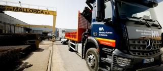 camion_y_grua_hierros
